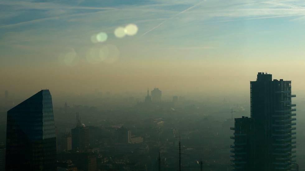 I livelli di smog restano elevati nella capoluogo lombardo
