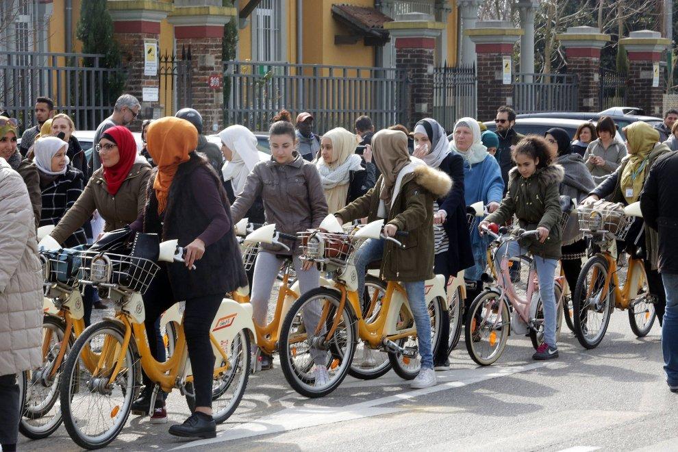 La pedalata delle donne islamiche muoversi in citt - Perche le donne musulmane portano il velo ...